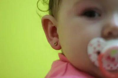 В каком возрасте лучше прокалывать уши ребенку