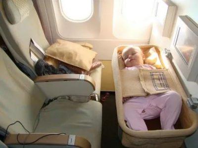 Можно ли летать на самолете с новорожденным ребенком