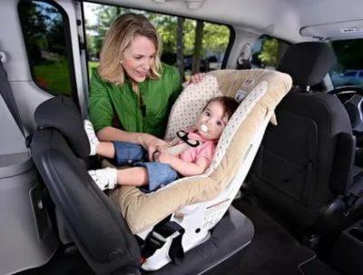 Можно ли перевозить маленького ребенка на руках