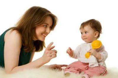 Когда ребенок начинает говорить мама