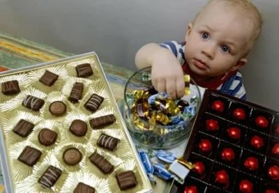 Можно ли детям давать конфеты