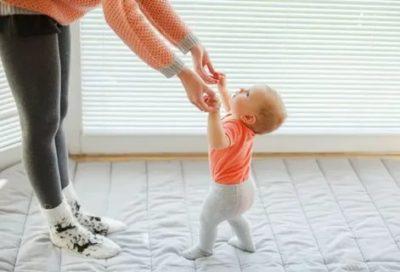 Как правильно научить ребенка ходить