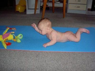 Когда ребенок ползает по пластунски