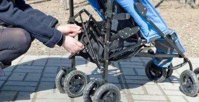 Как разложить прогулочную коляску