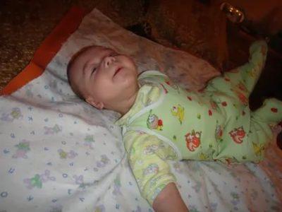 В каком возрасте ребенок начинает Агукать