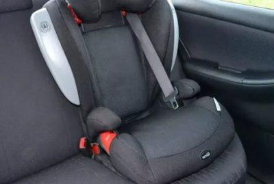 Можно ли перевозить детей в бустере на переднем сидении