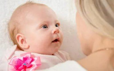 Когда ребенок начинает видеть маму